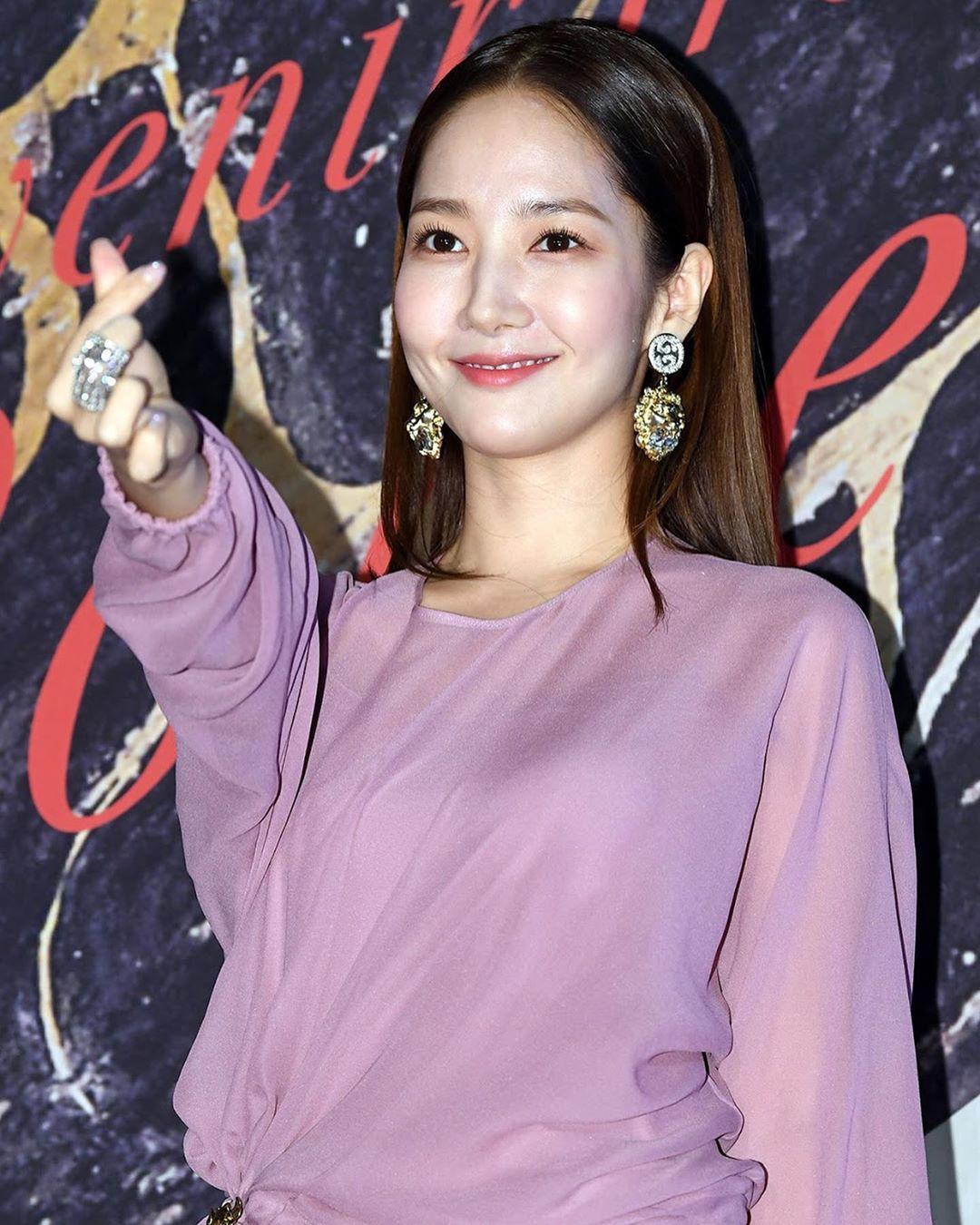 Park Min Young tự tay dìm dáng với đầm bánh bèo màu tím, gương mặt lộ dấu hiệu lão hóa kém sắc giữa dàn mỹ nhân-6