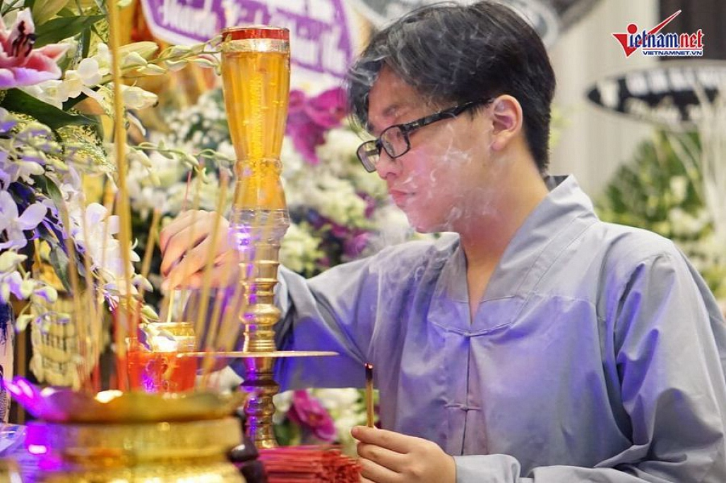 Chú chó của nghệ sĩ Xuân Hiếu bỏ ăn, nằm phục bên linh cữu chủ-14