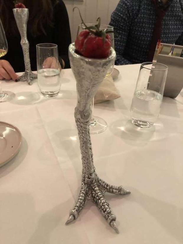 """Những pha trình bày món ăn như… muốn đuổi khách đi của các nhà hàng dị"""" nhất thế giới, cẩn thận xem xong nghẹn""""!-14"""