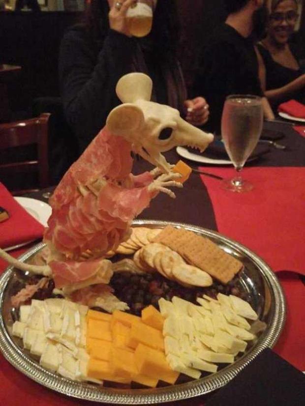 """Những pha trình bày món ăn như… muốn đuổi khách đi của các nhà hàng dị"""" nhất thế giới, cẩn thận xem xong nghẹn""""!-17"""