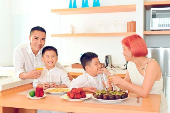 MC Hoàng Linh đăng ảnh gia đình hạnh phúc, dân mạng xuýt xoa trước diễn xuất của cặp song sinh-12