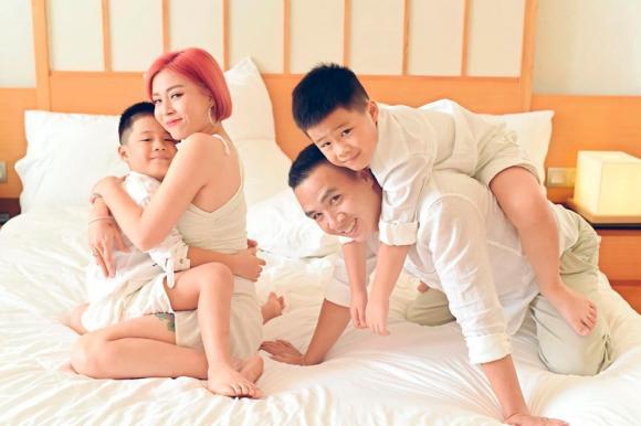 MC Hoàng Linh đăng ảnh gia đình hạnh phúc, dân mạng xuýt xoa trước diễn xuất của cặp song sinh-7
