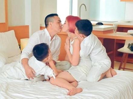 MC Hoàng Linh đăng ảnh gia đình hạnh phúc, dân mạng xuýt xoa trước diễn xuất của cặp song sinh