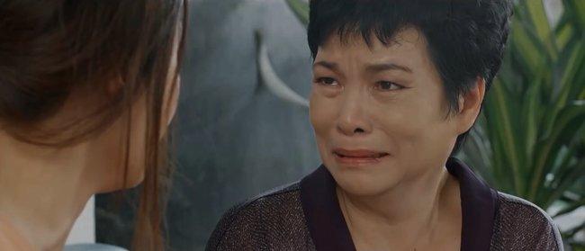 Hoa Hồng Trên Ngực Trái: Mẹ Khuê đánh ghen thay con gái, Trà bị tát không trật phát nào-6