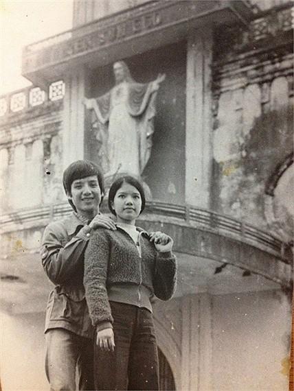 Bất ngờ với hình ảnh thời trẻ hiếm có của những danh hài nổi tiếng Việt Nam: Hóa ra ai cũng có lúc cực hài hước thế này-12