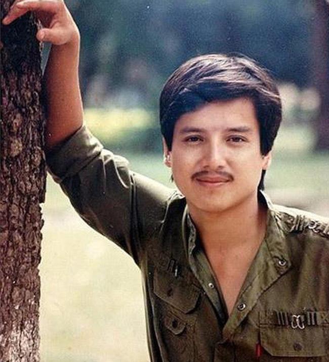 Bất ngờ với hình ảnh thời trẻ hiếm có của những danh hài nổi tiếng Việt Nam: Hóa ra ai cũng có lúc cực hài hước thế này-9