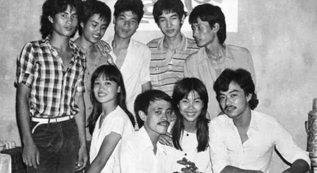 Bất ngờ với hình ảnh thời trẻ hiếm có của những danh hài nổi tiếng Việt Nam: Hóa ra ai cũng có lúc cực hài hước thế này-20