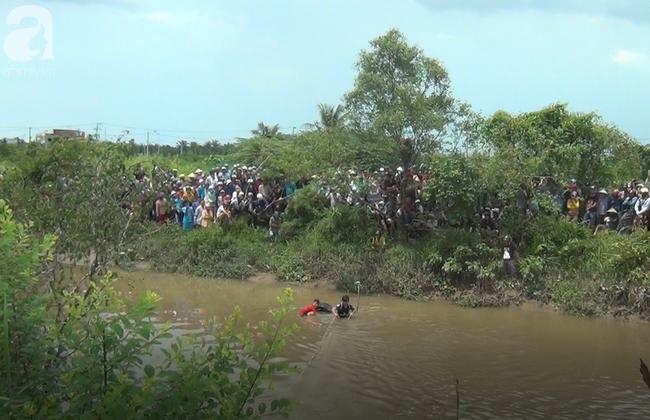Quặn lòng đám tang 3 người chết trong xe Mercedes dưới kênh nước, người mẹ khóc ngất bên linh cữu các con-7