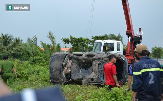 Lời kể người dân gần hiện trường vụ xe Mercedes rơi xuống kênh khiến 3 người tử vong-1