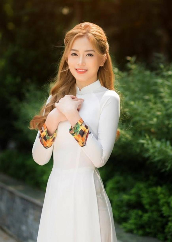 Á hậu Phương Nga đẹp lụi tim khi diện áo dài trắng chụp ảnh kỷ yếu-1