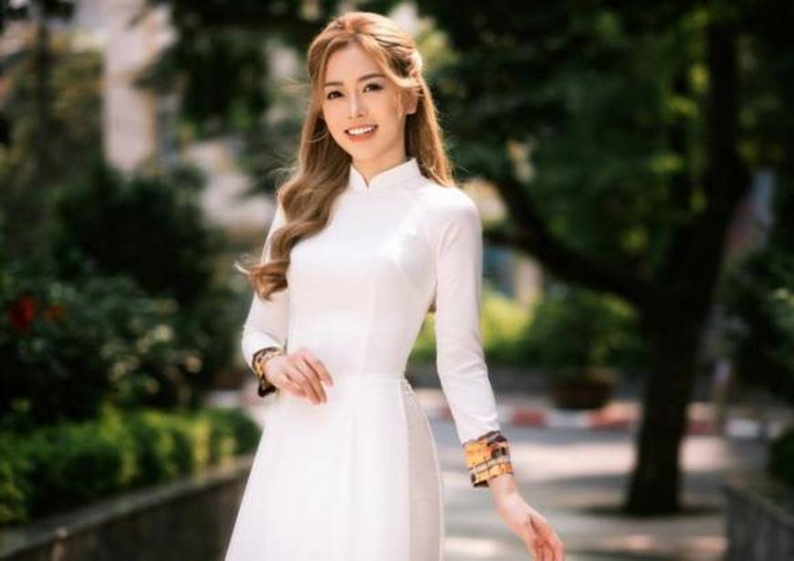 Á hậu Phương Nga đẹp lụi tim khi diện áo dài trắng chụp ảnh kỷ yếu-3
