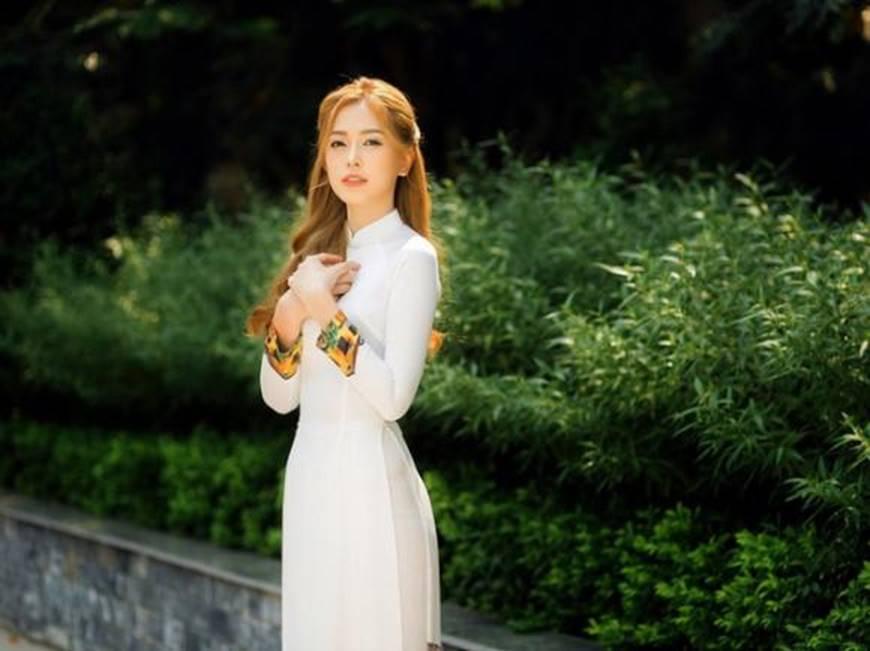 Á hậu Phương Nga đẹp lụi tim khi diện áo dài trắng chụp ảnh kỷ yếu-6
