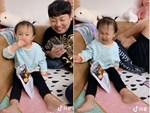Nhìn cách em bé 2 tuổi thưởng thức kem, dân mạng phải thốt lên: Hóa ra tôi đã ăn kem sai cách cả cuộc đời-7
