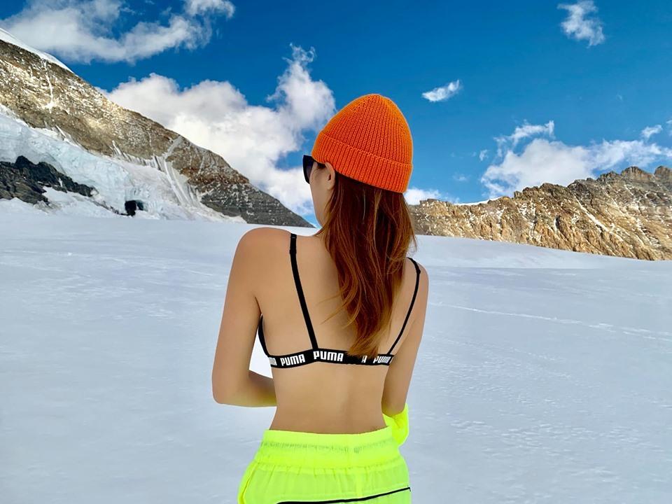 Kỳ Duyên, Minh Triệu diện bikini giữa thời tiết âm độ ở nóc nhà châu Âu-3