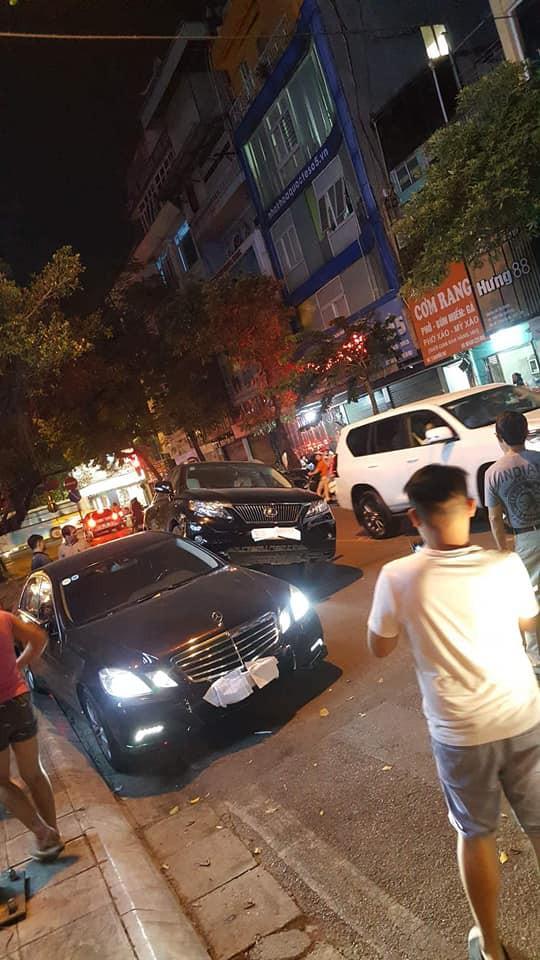 """Xe Lexus gác"""" lên thân Mercedes - hình ảnh vụ tai nạn gây xôn xao trên phố Hà Nội-1"""