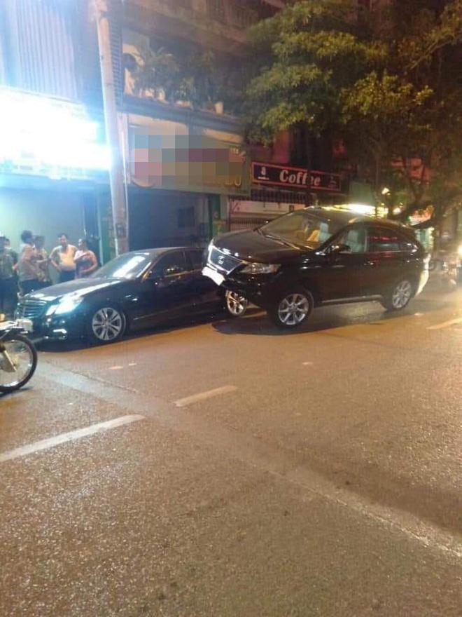 """Xe Lexus gác"""" lên thân Mercedes - hình ảnh vụ tai nạn gây xôn xao trên phố Hà Nội-2"""