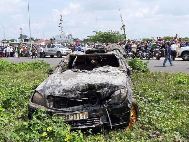 Vụ Mercedes nằm dưới kênh, 3 người tử vong: Hé lộ thông tin về người cầm lái-1