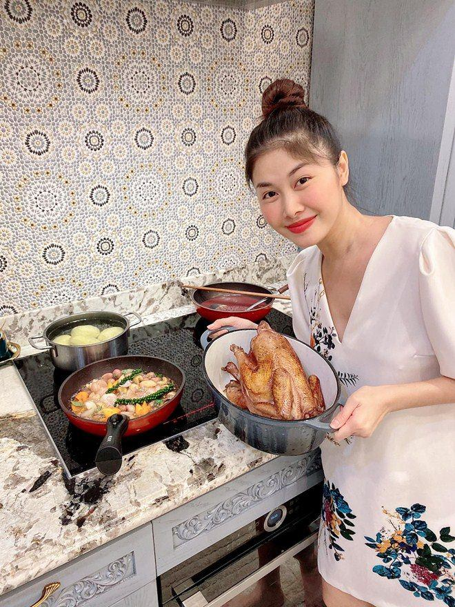 Cả vợ cả chồng nhà Đăng Khôi mải mê nấu ăn nhưng nhân vật cuối cùng cũng gây chú ý-6