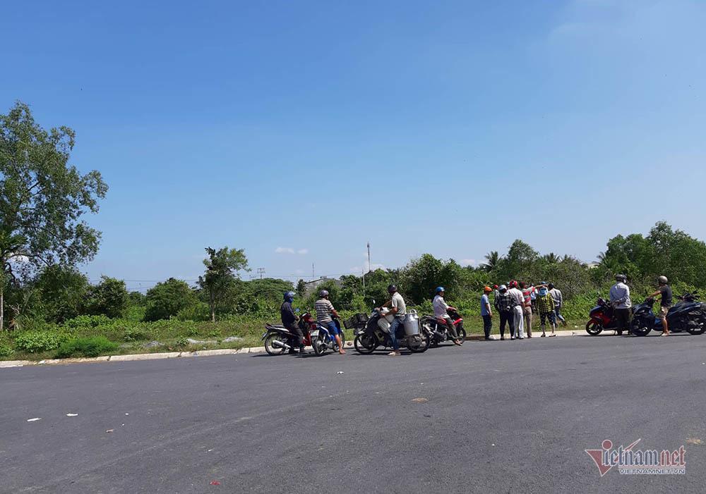 Thêm nhiều tình tiết vụ Mercedes dưới kênh 3 người chết ở Tiền Giang-2