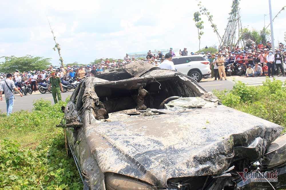 Thêm nhiều tình tiết vụ Mercedes dưới kênh 3 người chết ở Tiền Giang-5