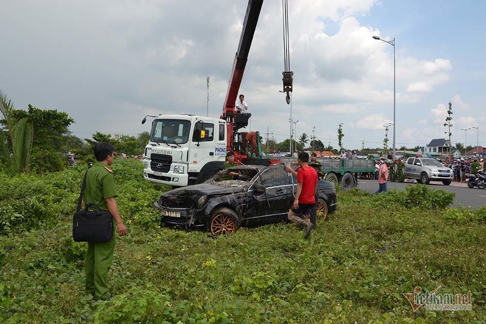 Thêm nhiều tình tiết vụ Mercedes dưới kênh 3 người chết ở Tiền Giang-6