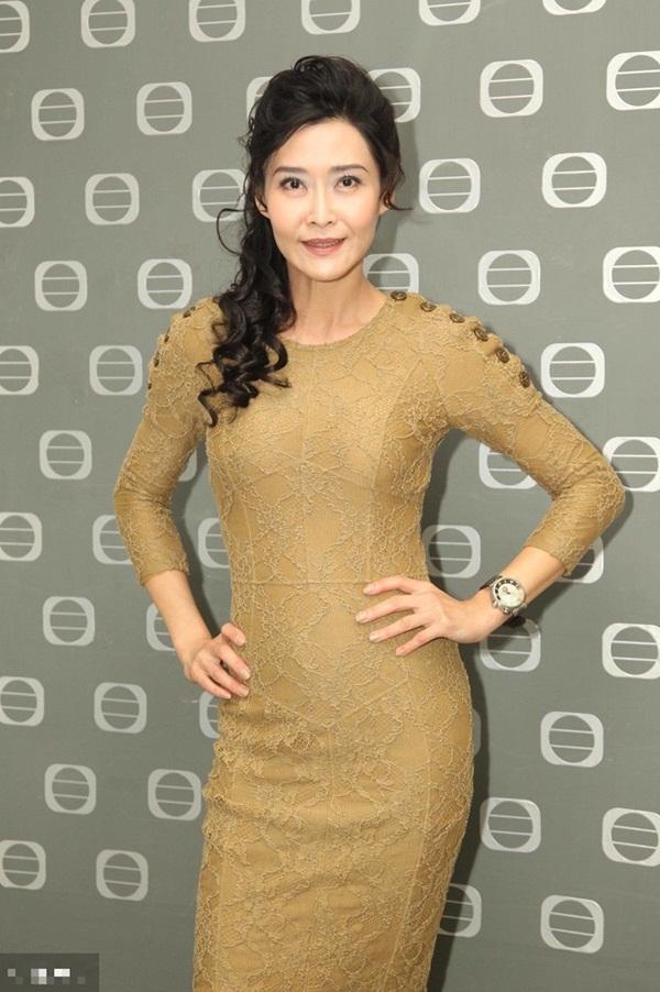 Bị đàn ông khinh rẻ vì mác diễn viên phim 18+, ai ngờ người đẹp Hong Kong cưới hẳn tỷ phú để dằn mặt thiên hạ và chồng còn hết lời ca ngợi vợ-2