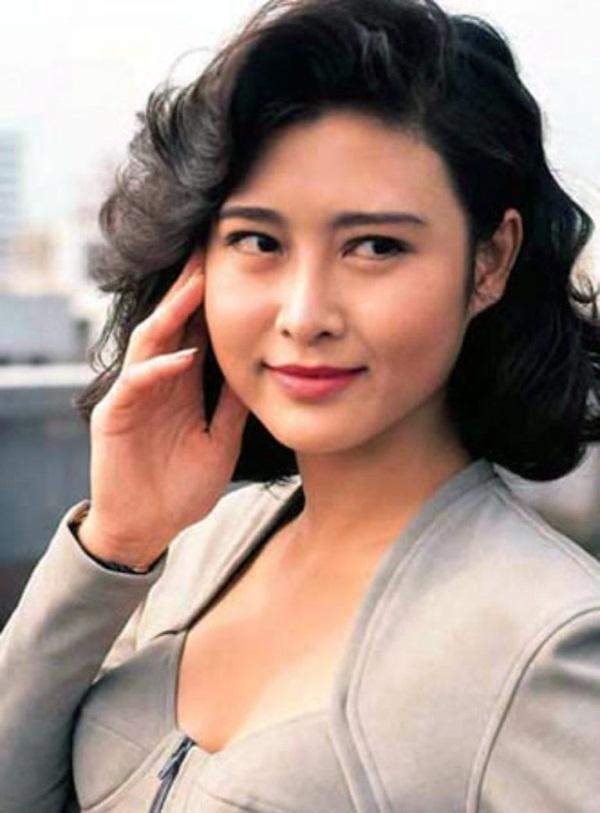 Bị đàn ông khinh rẻ vì mác diễn viên phim 18+, ai ngờ người đẹp Hong Kong cưới hẳn tỷ phú để dằn mặt thiên hạ và chồng còn hết lời ca ngợi vợ-3