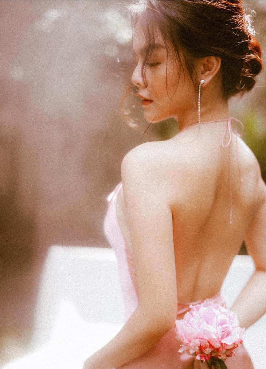 Phạm Quỳnh Anh lần hiếm hoi đăng ảnh mặc bikini-9