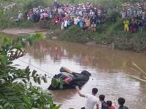 Xe Mercedes lao xuống kênh, 3 người tử vong