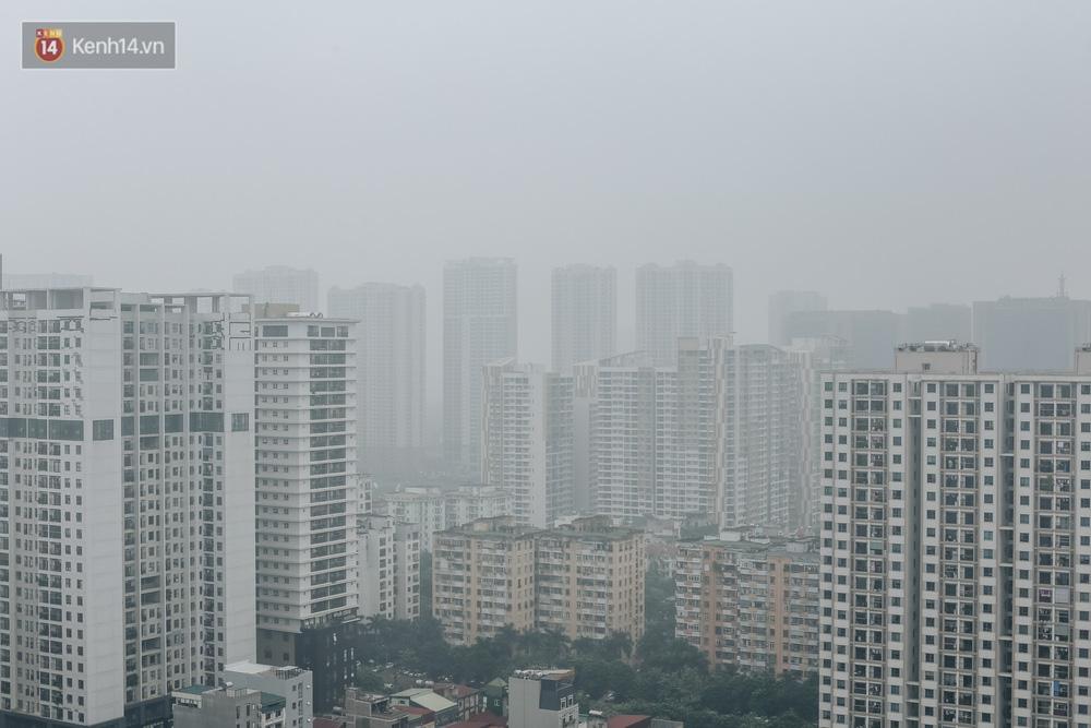 Chùm ảnh: Một ngày sau cơn mưa vàng, đường phố Hà Nội lại chìm trong bụi mù-1