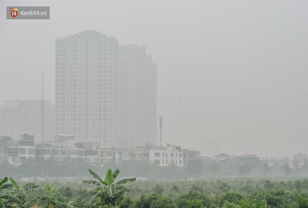 Chùm ảnh: Một ngày sau cơn mưa vàng, đường phố Hà Nội lại chìm trong bụi mù-3