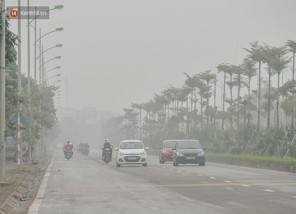 Chùm ảnh: Một ngày sau cơn mưa vàng, đường phố Hà Nội lại chìm trong bụi mù-8