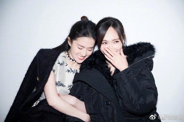 Không phải Triệu Vy, Lâm Tâm Như, Thần tiên tỷ tỷ Lưu Diệc Phi sống tình nghĩa nhất showbiz-5