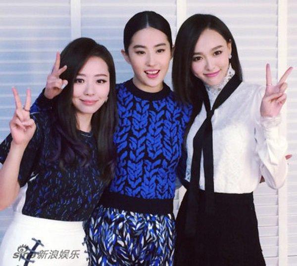 Không phải Triệu Vy, Lâm Tâm Như, Thần tiên tỷ tỷ Lưu Diệc Phi sống tình nghĩa nhất showbiz-12
