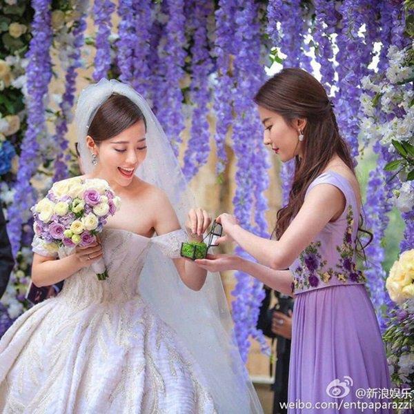 Không phải Triệu Vy, Lâm Tâm Như, Thần tiên tỷ tỷ Lưu Diệc Phi sống tình nghĩa nhất showbiz-13