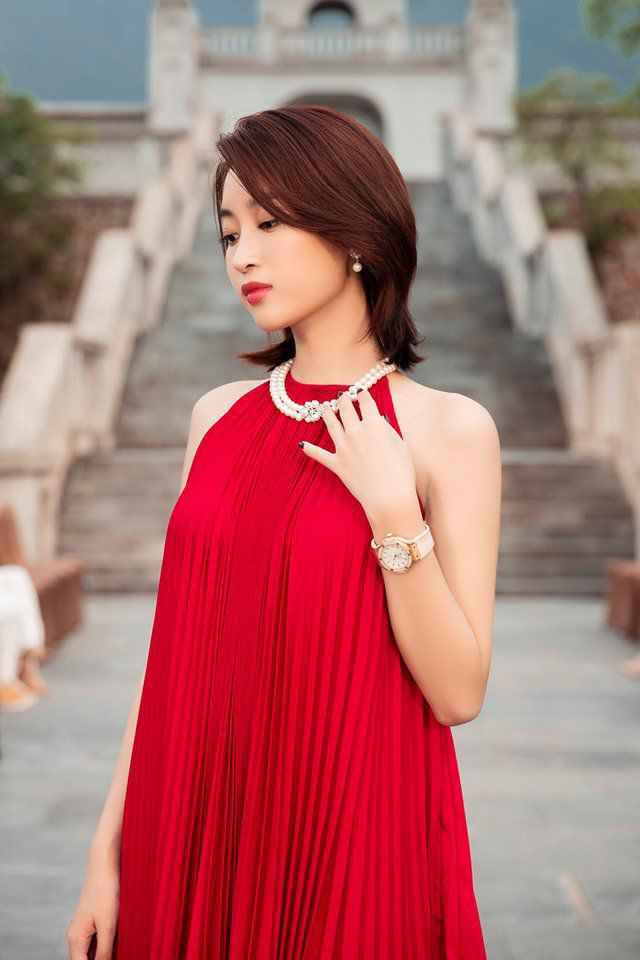 Sau H'Hen Niê bán dây chuyền vàng, Đỗ Mỹ Linh cũng bán đồng hồ nửa tỉ để làm từ thiện-9