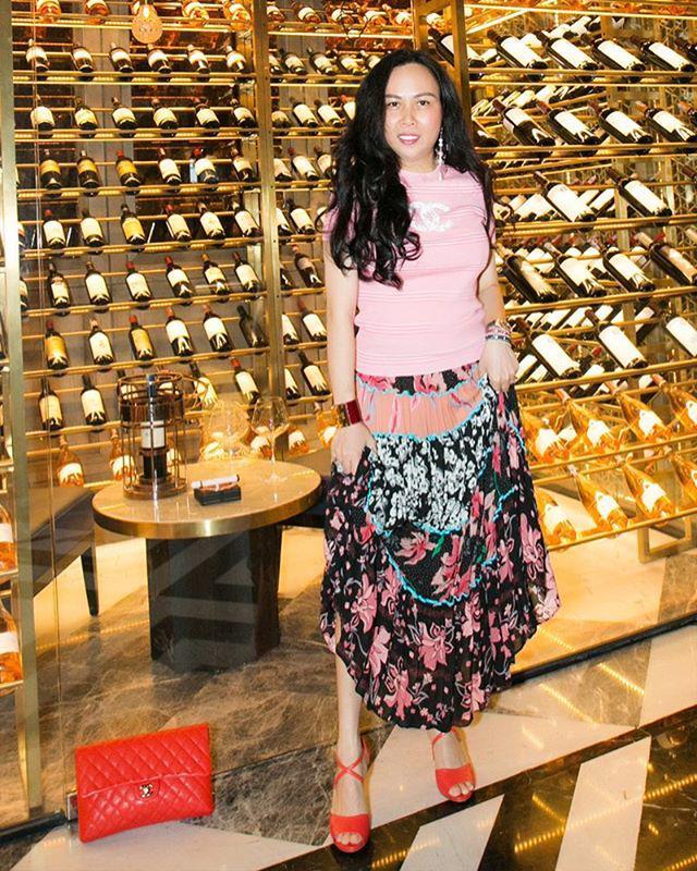 Vung tay mua hàng hiệu không tiếc, Phượng Chanel vẫn mặc lại những bộ cánh sến súa-6