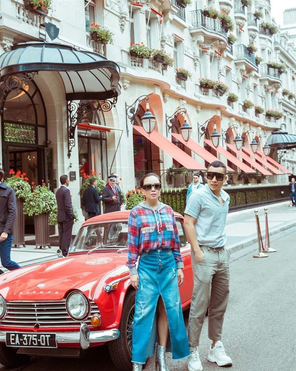 Vung tay mua hàng hiệu không tiếc, Phượng Chanel vẫn mặc lại những bộ cánh sến súa-14