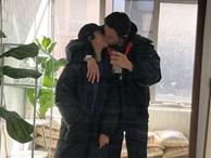 Trong lúc Hoàng Thùy bận chinh chiến Miss Universe, 'bạn trai tin đồn' Rocker Nguyễn đã công khai người yêu bằng bức ảnh hôn đắm đuối