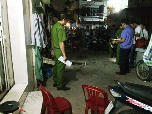 Quảng Ninh: Nghi bị cấm chuyện tình cảm, nam thanh niên cầm dao truy sát bố mẹ người yêu-1