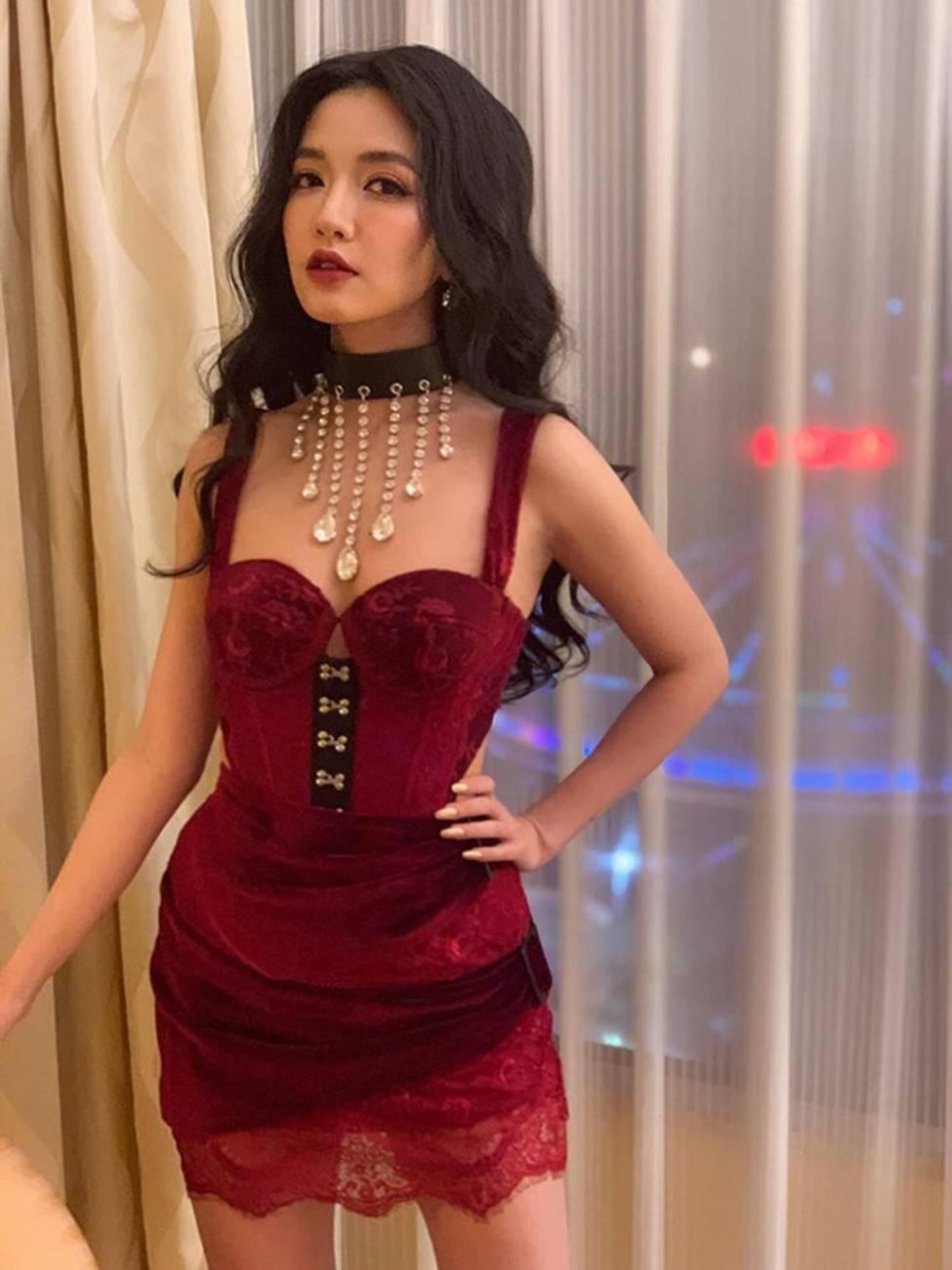 Lâu lâu Bích Phương mới để tóc dài, nhưng dân tình lại thấy như chị em song sinh với công chúa hoa dâm bụt Hòa Minzy-1