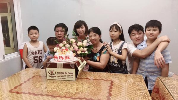 Xuân Trường tươi tắn, đón sinh nhật của mẹ cùng gia đình trước khi sang Hàn Quốc phẫu thuật-3