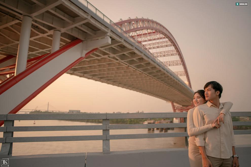 Bộ ảnh cưới siêu chất khiến dân đất Cảng thích thú: Đến nhà vệ sinh trong sân bay cũng ảo!-2
