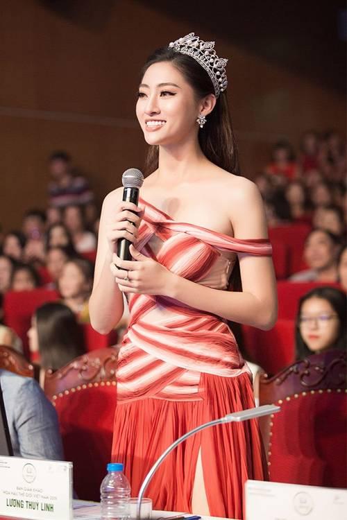 Hoa hậu Lương Thuỳ Linh khoe dáng nuột nà lần đầu làm giám khảo-2