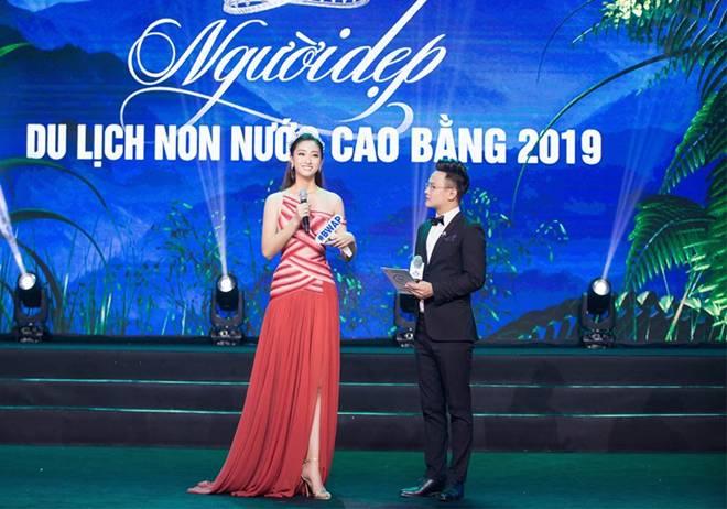 Hoa hậu Lương Thuỳ Linh khoe dáng nuột nà lần đầu làm giám khảo-3