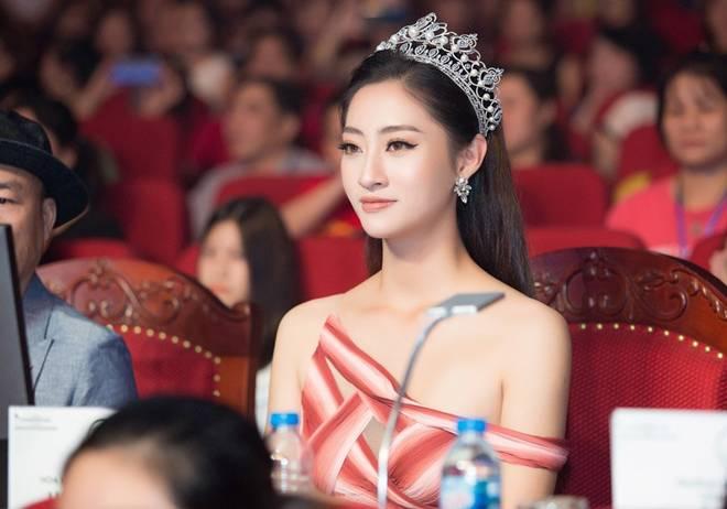 Hoa hậu Lương Thuỳ Linh khoe dáng nuột nà lần đầu làm giám khảo-4