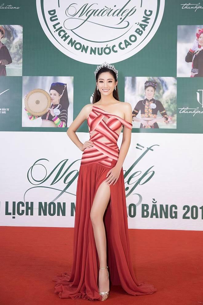 Hoa hậu Lương Thuỳ Linh khoe dáng nuột nà lần đầu làm giám khảo-5