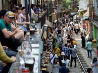 Phố cafe đường tàu đông nghẹt người trước thông tin sẽ bị dẹp