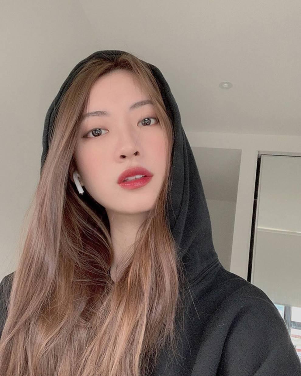 Nhan sắc nóng bỏng của bạn gái Rocker Nguyễn-1