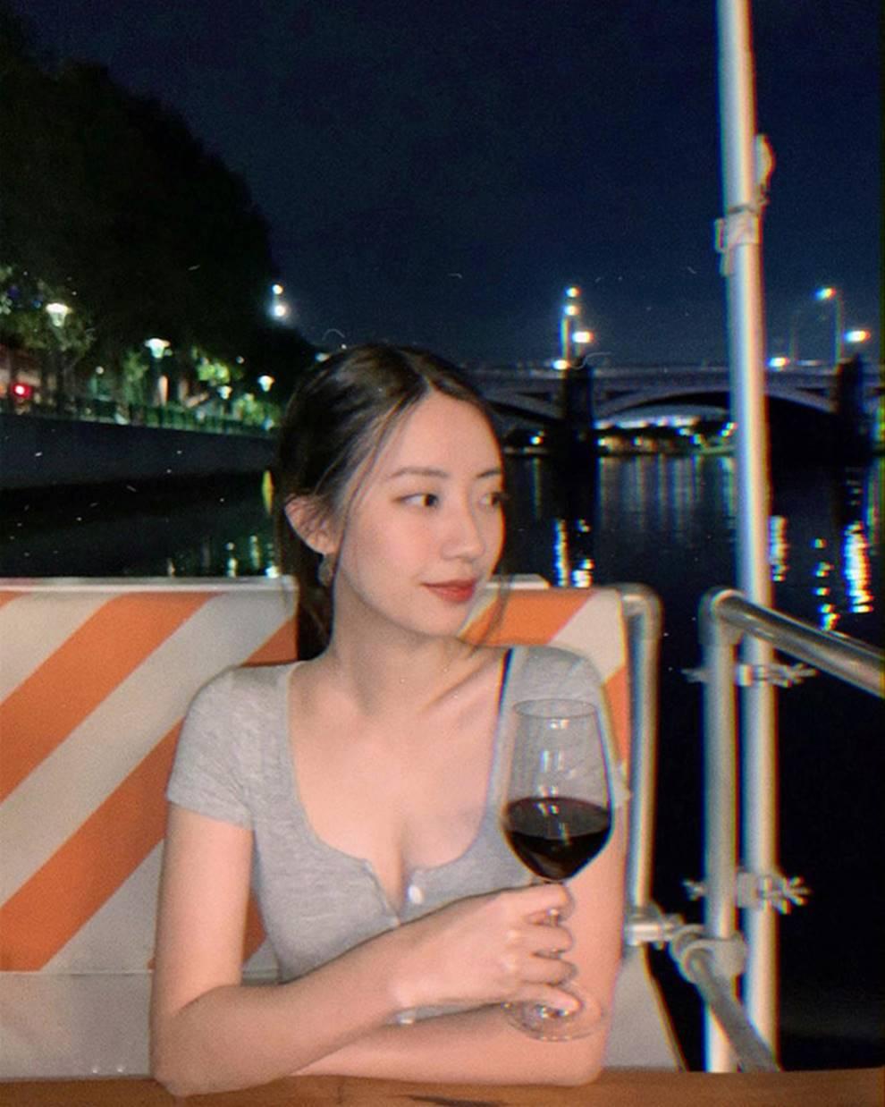 Nhan sắc nóng bỏng của bạn gái Rocker Nguyễn-2